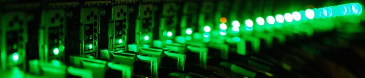 Comunicaciones en un centro de datos, por Beraldo Leal, en Flickr (8681750288), con licencia CC by