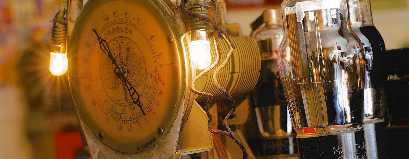 Tubos de vacío, por Jamie McCaffrey, en Flickr (11792611874), con licencia CC by