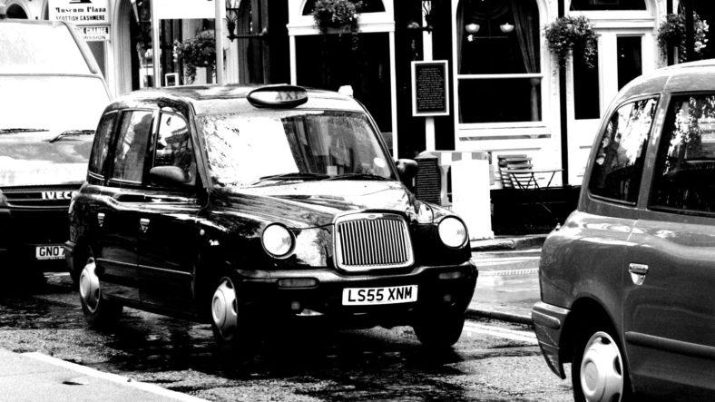 Taxi, por Marco / Zak, con licencia CC by-sa en Flickr (https://flic.kr/p/4bhVrJ)